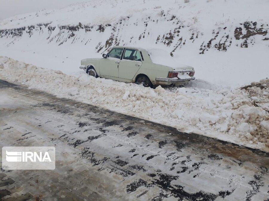 برف راه 15 روستای کردستان را مسدود کرد