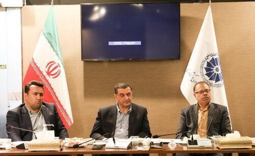 خبرنگاران رئیس اتاق بازرگانی فارس: مشکل واحدهای تولیدی، بنیانی حل شود