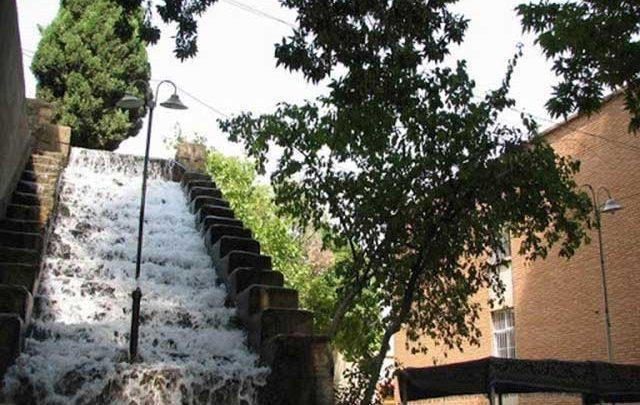 آبشار سرآسیاب استهبان، آبشاری با شانزده پله