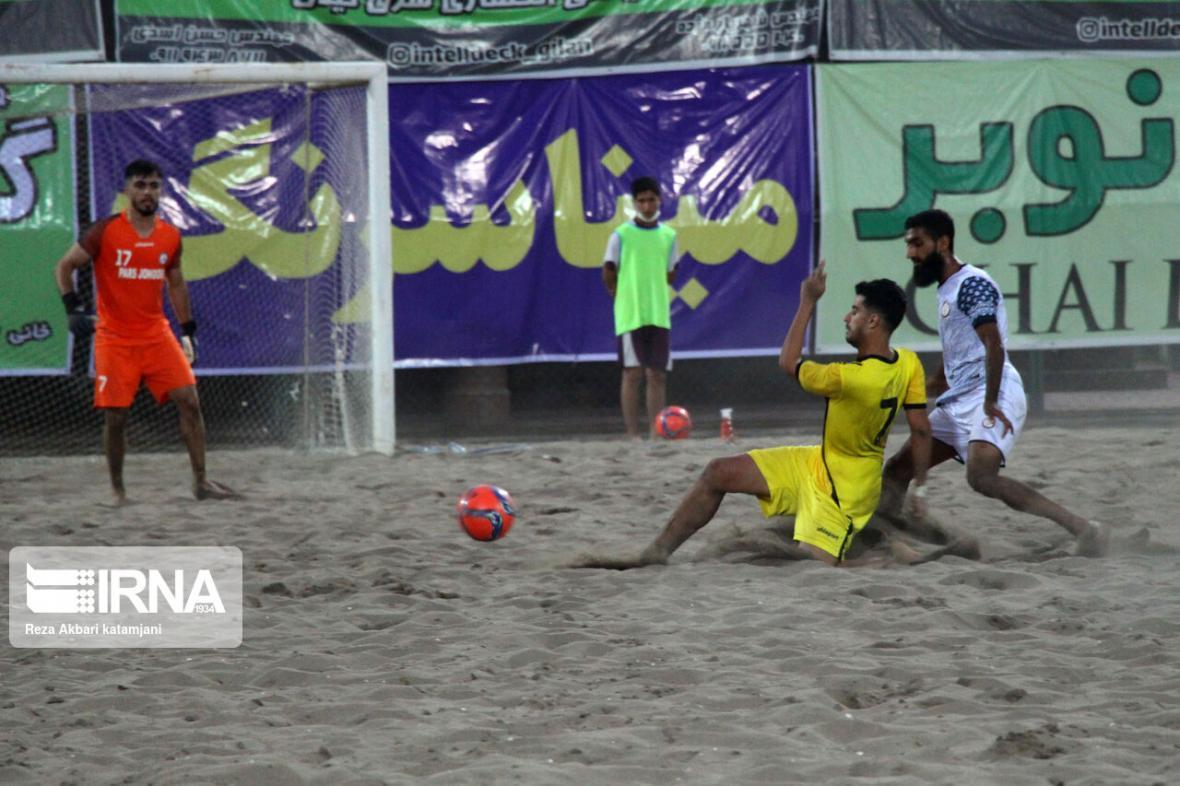 خبرنگاران تیم فوتبال ساحلی خزر رودسر بر منطقه آزاد چابهار غلبه کرد