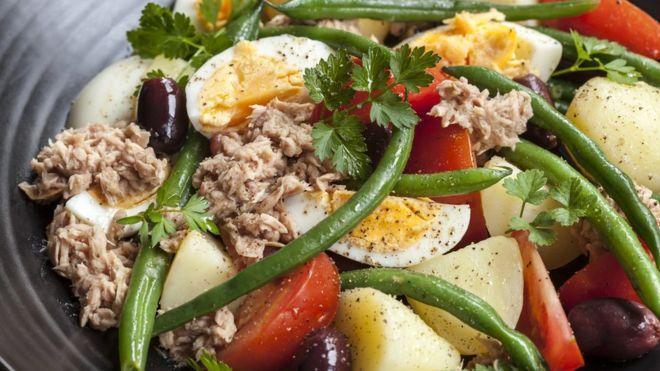 دستور غذا؛ سالاد ضد دود برای روزهای آلوده