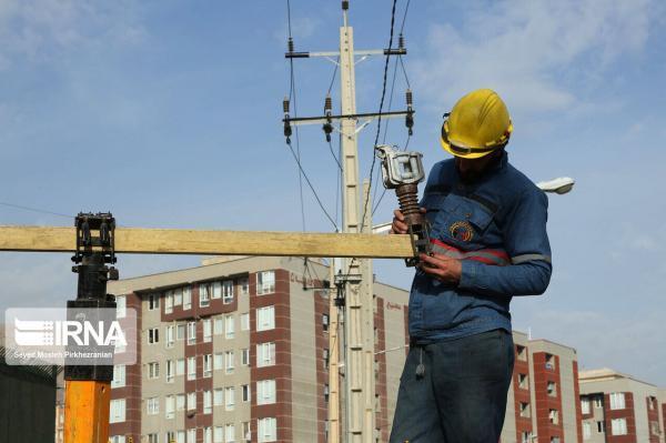 خبرنگاران بیش از سه هزار فقره انشعاب برق در مریوان نصب شد