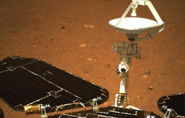 مریخ نورد چینی ژورونگ نخستین عکس های خود را به زمین فرستاد